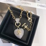 CHANEL NECKLACE WITH GIFT BOX 101621
