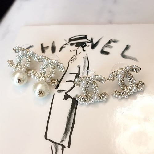 CHANEL EARRINGS WITH GIFT BOX 101628