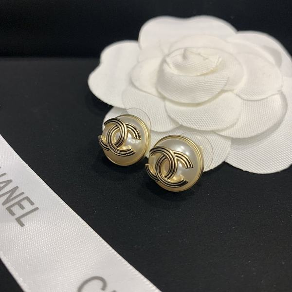 CHANEL EARRINGS WITH GIFT BOX 101623