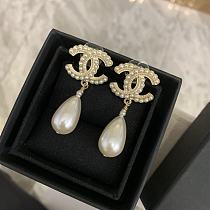 CHANEL EARRINGS WITH GIFT BOX 100655