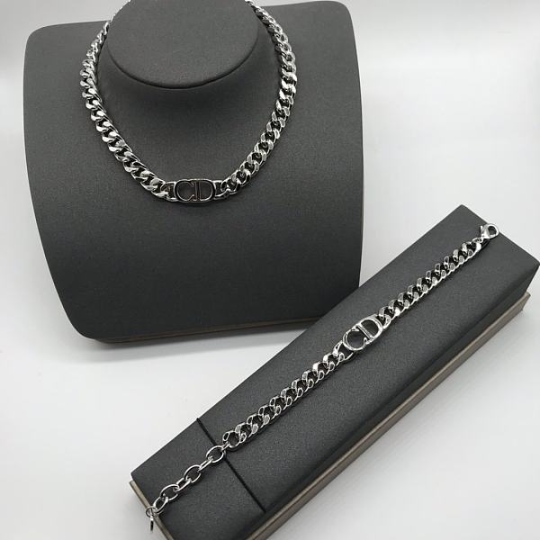 DIOR NECKLACE  BRACELET SET WITH GIFT BOX 100338