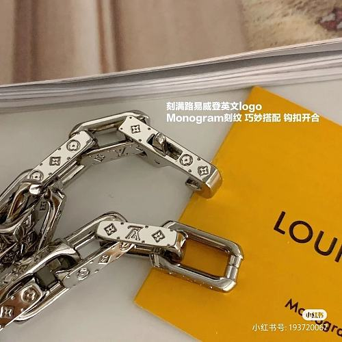 LOUIS VUITTON BRACELET WITH GIFT BOX 102172
