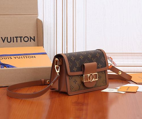 High Quality Imitation LOUIS VUITTON M44580 MINI DAUPHINE HANDBAG