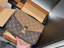 Louis Vuitton Pochette Metis Shoulder Bag M40780 Light Brown