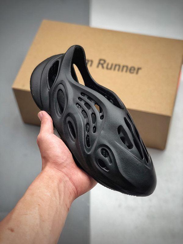 YEEZY  100865-36-100 Foam Runner Summer Desert sand plat-forme Fashion shoes sandals Triple Black Bone White Green Platform Sandal
