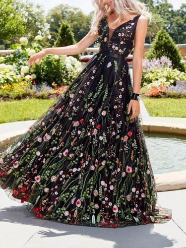 Black Elegant V neck Backless Flower Embroidery Evening Dress