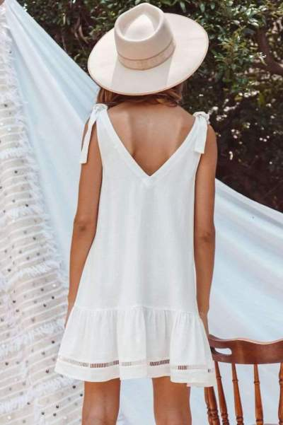 Fashion V neck  Fastener Gored Shift Dresses