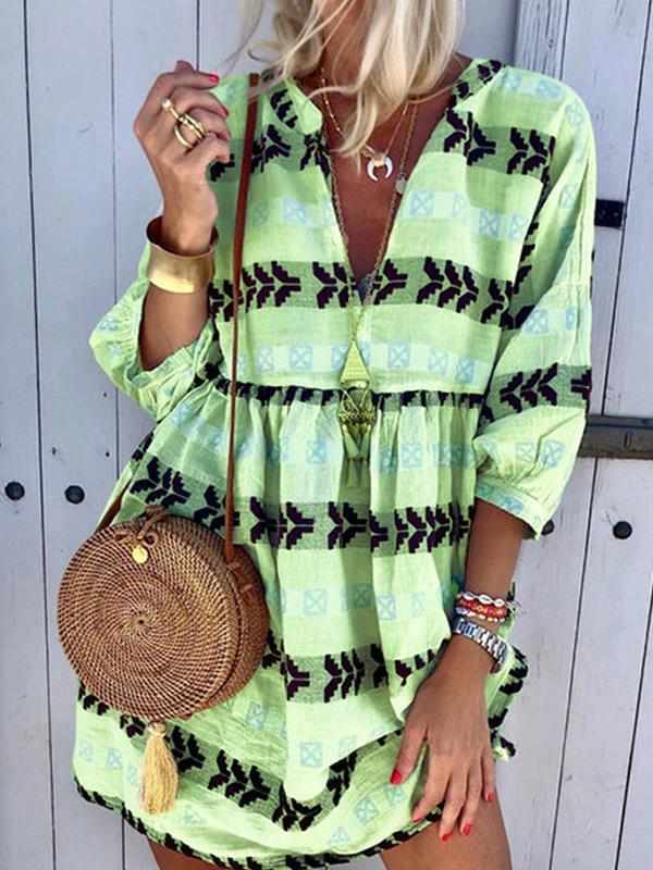 Fashio Printed v-neck three-quarter sleeve shift dresses