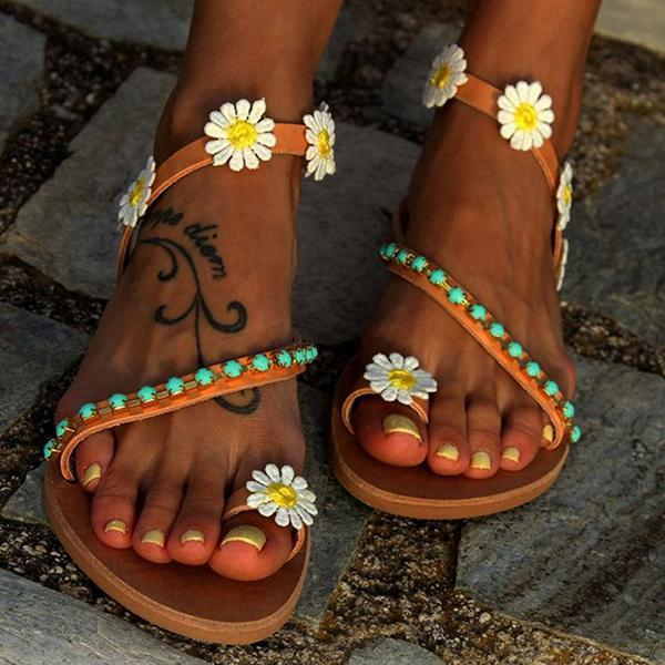 Sweet flower flat bottom shows toe to go up recreational and comfortable cover refers to flat beach sandal