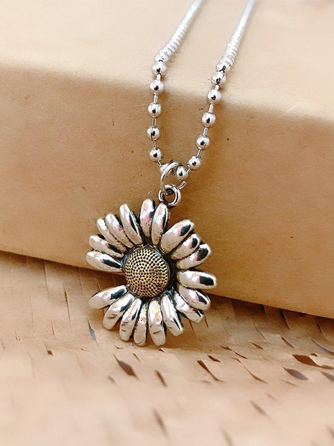 Simple Daisy Pendant Necklace
