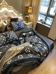 $100 A-315 Material:cotton  Four-piece set  size:1pc Duvet cover(200x230cm) +1pc bedsheet(240x250cm)+2pcs pillow case(45x74cm)