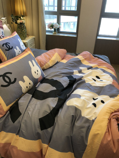 $100 A-322 Material:cotton  Four-piece set  size:1pc Duvet cover(200x230cm) +1pc bedsheet(240x250cm)+2pcs pillow case(45x74cm)