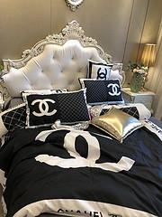 $100 A-310 Material:cotton  Four-piece set  size:1pc Duvet cover(200x230cm) +1pc bedsheet(240x250cm)+2pcs pillow case(45x74cm)