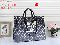 $55-44571# 65 offer split leather,AAA good quality, no box size 40X16X32CM