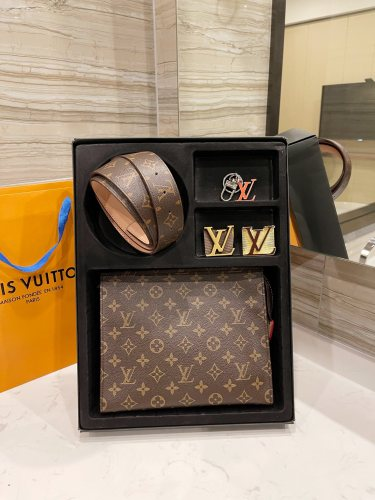 $68-195 High quality leather, complete package with box