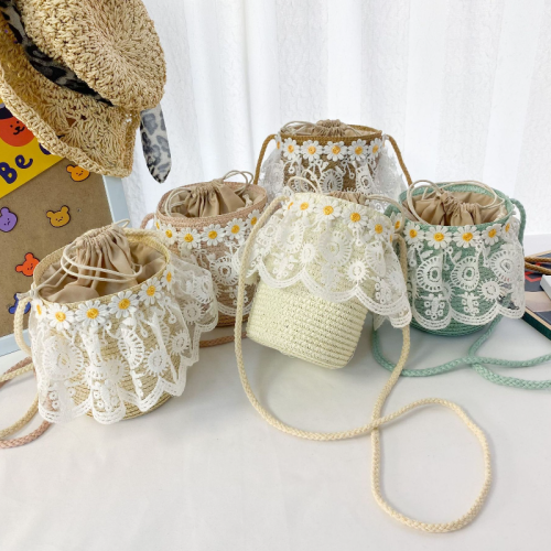 Lace straw shoulder bag