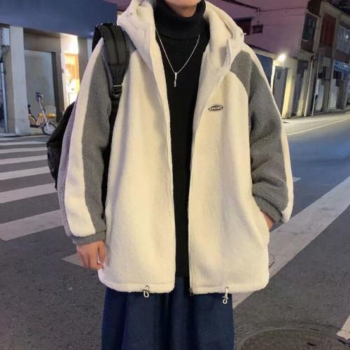 別再穿過時的衣服了,今年流行這款羊絨羔外套,保暖又舒服!