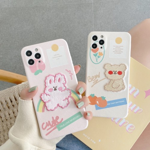 【刺綉小熊兔子手機殼】適用iPhone 刺繡小熊兔子手機殼【下訂任意兩款手機殼 附贈大容量行動電源 】