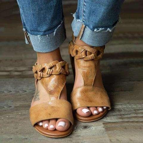 Women Chic Adjustable Buckle PU Sandals