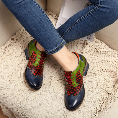 Retro Clover Pattern Hand-colored Genuine Leather Lace Up Block Heel Shoes