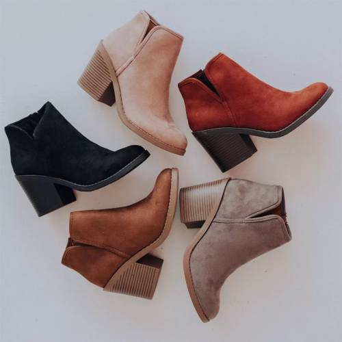 *Pointed Toe Willa Stacked Heel Bootie