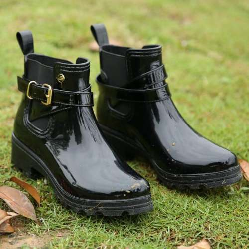 *Casual Waterproof Buckle Rain Boots