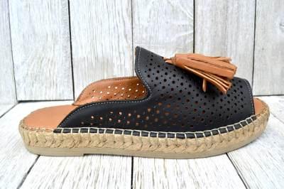 **Ladies' Soft Leather Comfy Medium Fit Sandals