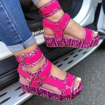 **Pattern Graffiti Trend Fashion Sandals