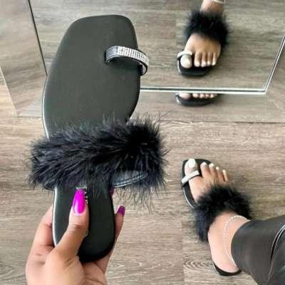 Women Fashion Web Celebrity Style Pu Fluffy Fur Rhinestone Toe Loop Sandals