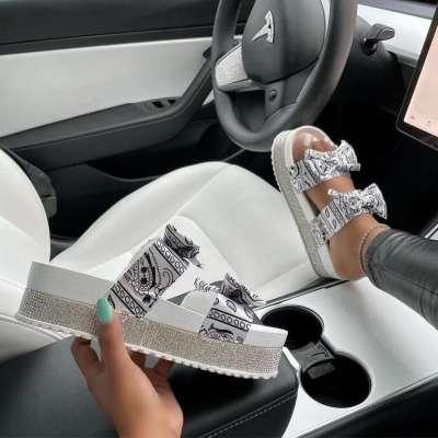Women Comfotable Fashion Thick Bottom Sandal