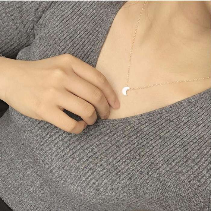 Jewelry-Simple Thick Moon Pendant Necklace