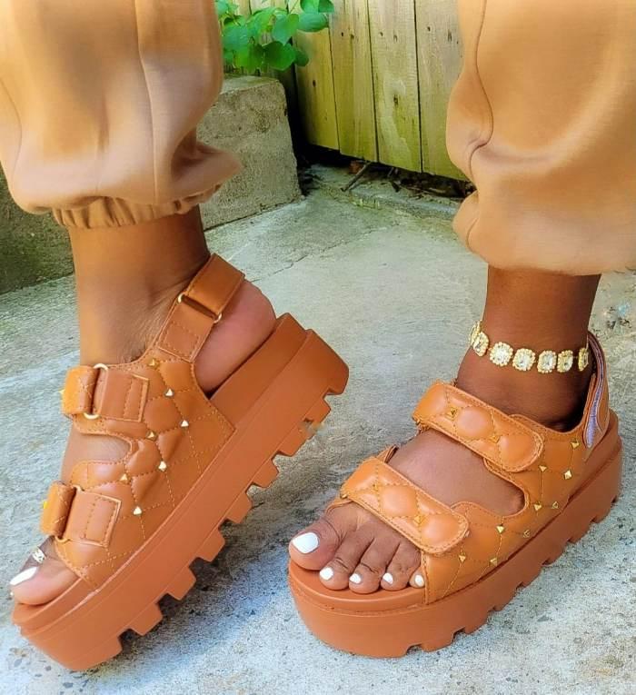 Solid Rivet Decortion Platform Sandals(Fashion choice💅💅)