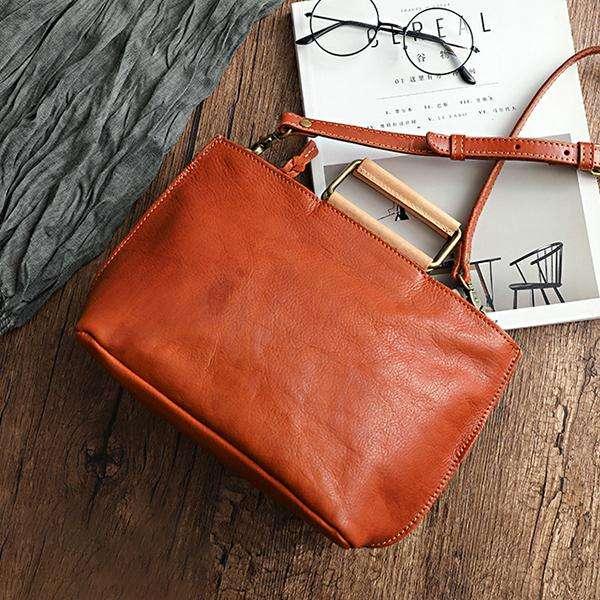 Leather Made Large Capacity Retro Crossbody Bag