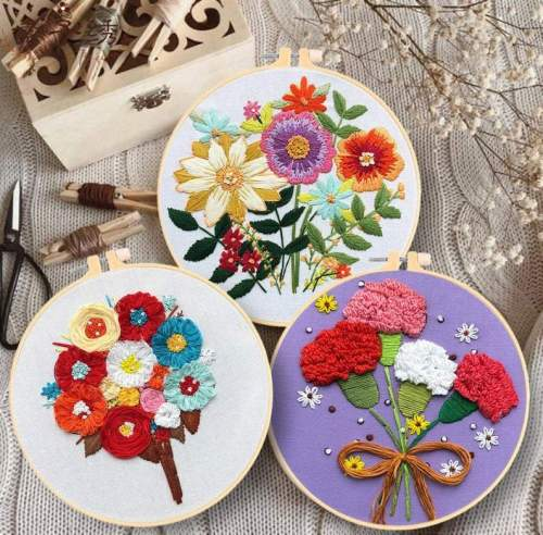 Embroidery Kit Beginner, embroidery kit floral, flower embroidery kit, flower in hand, diy Kit Embroidery,diy Kit adult, gift for mom
