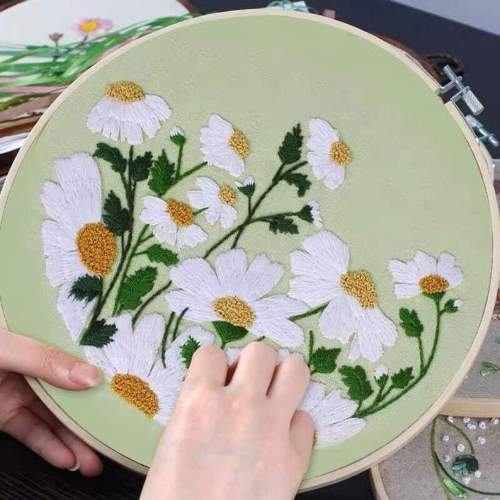Embroidery Kit For Beginner, floral embroidery kit,daisy embroidery kit, diy Kit Embroidery flower,diy Kit adult, Mothers Day