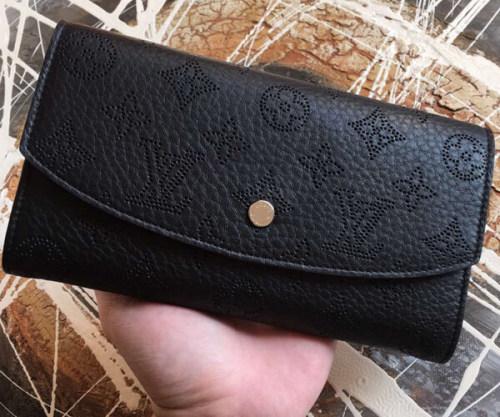 ルイヴィトン モノグラム マヒナ 財布スーパーコピーM60143 ポルトフォイユ・イリス パーフォレーションレザー ロングウォレット ファスナー長財布