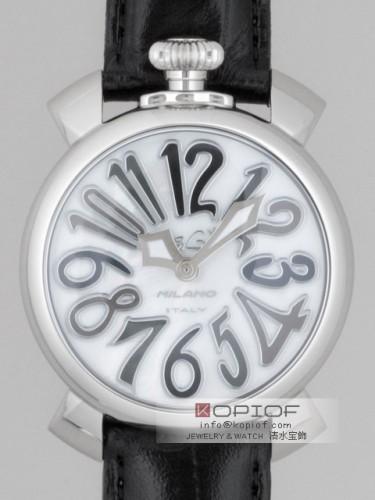 ガガミラノ マヌアーレ40MM スーパーコピークォーツ 5020.5 ブラック皮 ホワイトシェル/ブラックカラーアラビア