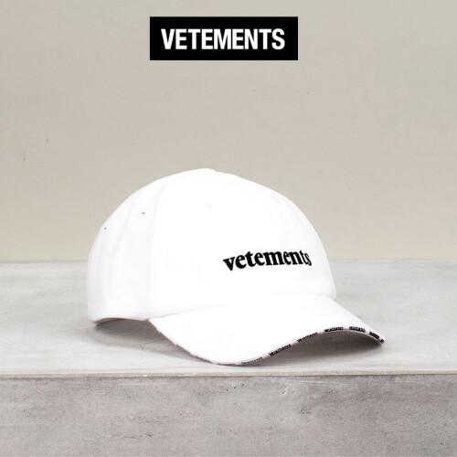 ヴェトモン キャップ 偽物 VETEMENTS 刺繍ロゴ コットンキャップ ホワイト