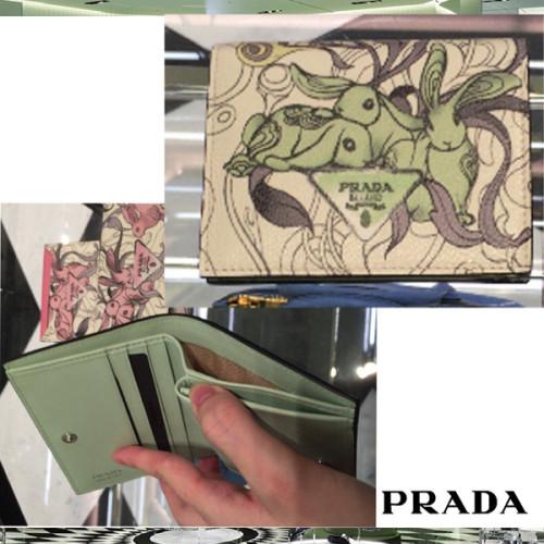 プラダ ウサギ 財布 ウサギが可愛い折りたたみウォレットPRADA折りたたみ 1MV204 2EBM F0194コンパクト財布 スーパーコピー
