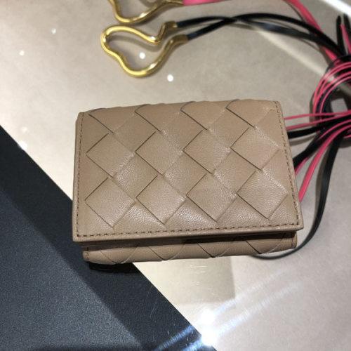 【追跡付き発送で安心】Bottega Veneta ボッテガ大人気 ミニ財布コピー 609285