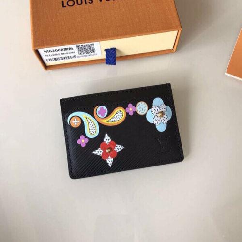 ルイヴィトン カードケース コピー から ポルト カルトサーンプル M62068 た鮮やかなモノグラムフラワーが目を引くデザインです