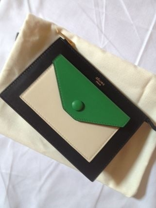 セリーヌ トリオバッグ コピーポケット付ポーチ型ジップ財布 緑×黒 103353UAB