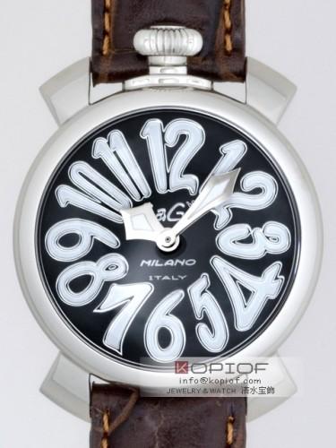 ガガミラノ マヌアーレ40MM スーパーコピークォーツ 5020.4 ブラウン皮 ブラックシェル/ホワイトアラビア