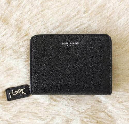 サンローラン 財布コピー 折り財布 414661 B680N 1000 ブラック フロントの箔押しロゴがシンプルでスーパーコピーなデザインのひと品