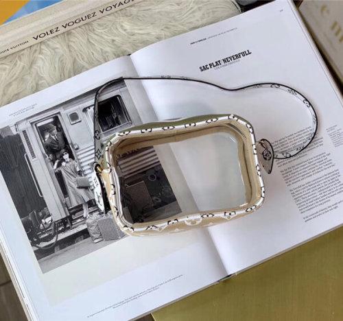 ルイヴィトン ヴィトン ビーチポーチクリアクロスボディーバック M67610 ルージュ オーバーサイズのモノグラム キャンバス