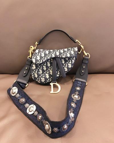 注目商品♪ディオール Dior重ね刺繍 バック サドル ウエスト ポーチ ロゴ モノグラム 新作 CD