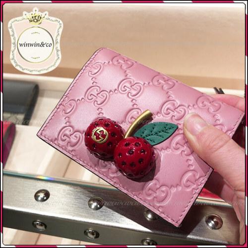 グッチ さくらんぼ 財布 偽物 チェリー GUCCI ミニ財布いちご シグネチャー カードケース 476050 0G6ET 8598