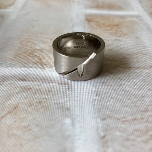Fendi フェンディ 指輪 偽物 Matte Mono Eye Ring★カットアウトリング