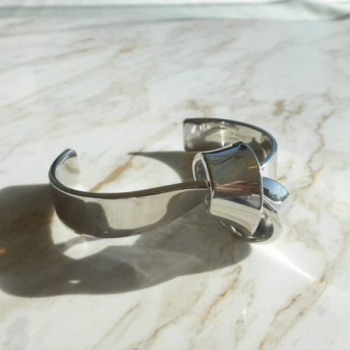セリーヌ 偽物 CELINE Flat Bracelet Knot ノット バングル 46I06