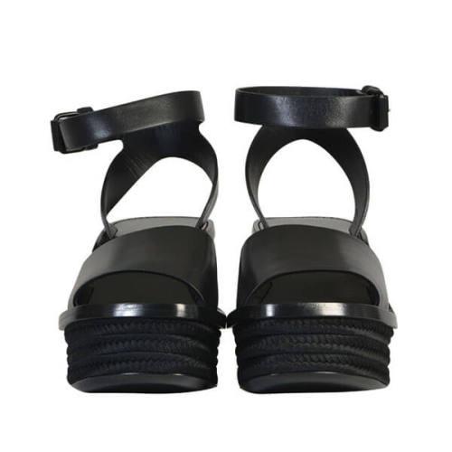 セリーヌ靴コピー Monochrome アンクルストラップサンダル